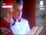 Le doyen des cardinaux, Jean Louis Tauran pronçant l'Habamus Papam