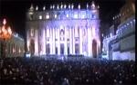 Les fidèles rassemblés Place Saint-Pierre dans l'attente du résultat du Conclave